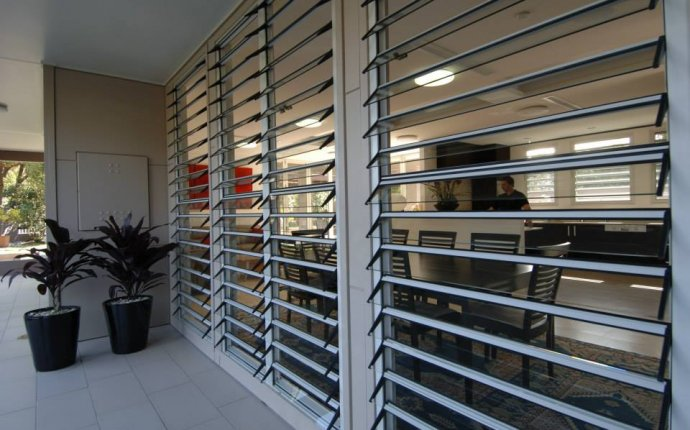 Adjustable Aluminum Glass Louvered windows With Removable Screen
